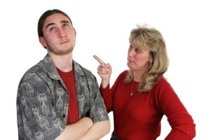 photodune-468117-mother-scolding-son-m_TOP